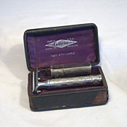 GILLETTE  Shaving Razor in Silver Plate with Original Case Circa 1922