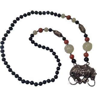 A Chinese onyx, agate, necklace