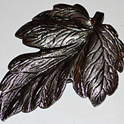 SALE 1970s Matte Silvertone Detailed Leaf Dress Clip