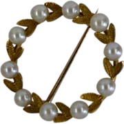 Round Dainty Cultured Pearl Gold Brooch ……….
