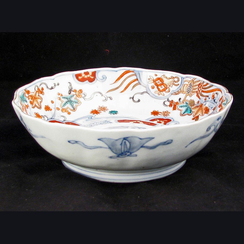 Japanese Porcelain Imari bowl with Scalloped Edge 19th Century