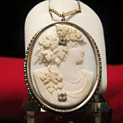 Oval white Coral Cameo pendant depicting the profile of a young lady, 19th century