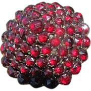 Round Bohemian Garnet brooch in cluster design, dated at the 19th century