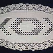 "Vintage Handmade White Cotton Linen & Crochet Lace Oval Table Runner 28"" x 13"" Table Linen"