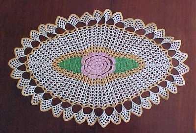 """Vintage Large Hand Crochet Lace FLORAL MEDALLION Doily 22"""" x 14"""""""