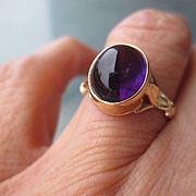 9kt Yellow Gold Cabochon Deep Purple Amethyst Ladies Ring
