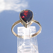 14kt Pear/Raindrop  Shape Garnet Ladies Ring