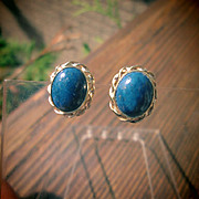 9kt Yellow Gold Royal Blue Cabochon Cut Lapis Lazuli Stud Earrings