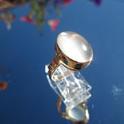 14kt Yellow Gold Oval Glowing Grey Moonstone Ladies Ring