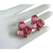 SALE Glittering Weiss Fuchsia Rhinestone Earrings
