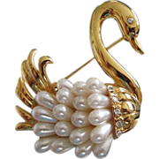 Elegant Swan with Faux Pearl Feathers Pin Brooch