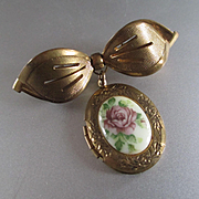 Adorable 1940's Bow With Porcelain Rose Locket