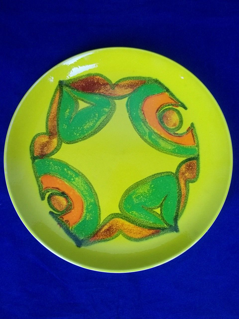 Poole Pottery Yellow Delphis Plate By Valerie Pullen c.1974