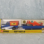 Boxed Corgi Gift Set 19 Land Rover Flying Club Set