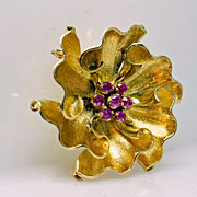Pink Sapphire Wavy Six Peddle Flower Brooch in 18k Yellow Gold