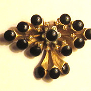 "Beautiful Vintage ""HAR"" Cabochon Dangle Brooch"