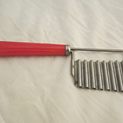 Red Bakelite Crinkle Chopper Vintage Kitchen Utensil
