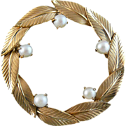 Cultured Pearl Wreath Circle Brooch in 12KT Gold Fill