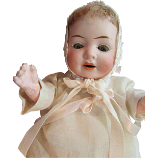 REDUCED 1900 -1920's Sweet 9' German baby doll