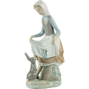Lladro Fine Porcelain Figurine Young Girl Curtseying with Bunny Rabbit