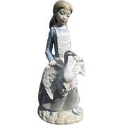 LLADRO-NAO Beautiful figurine of a Young Girl Holding a Goose by the Wings - Made in Spain - S