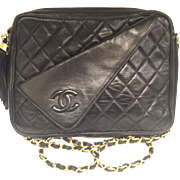 SOLD Classic Black Quilted CHANEL Purse with contrasting CC flap pocket on the front, Medium S