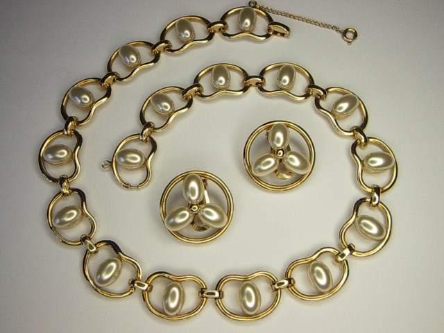 Vintage Reja Simulated Pearl Necklace Earrings Set Demi Parure