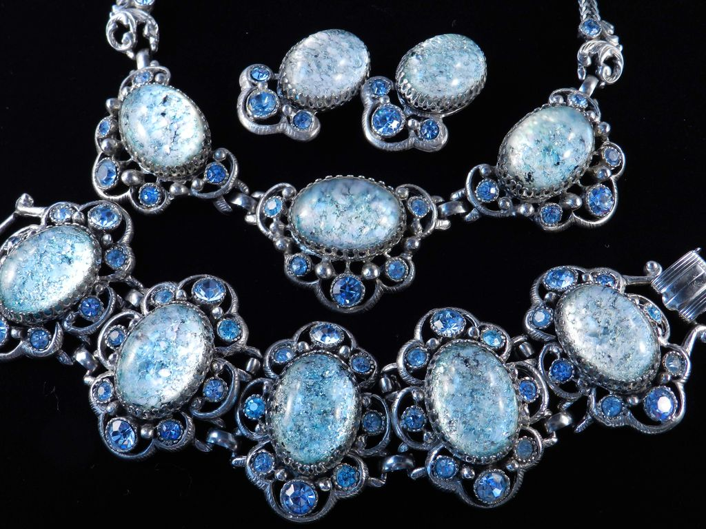Selro Confetti Lucite Rhinestone Necklace Bracelet Earrings Set Parure Unsigned