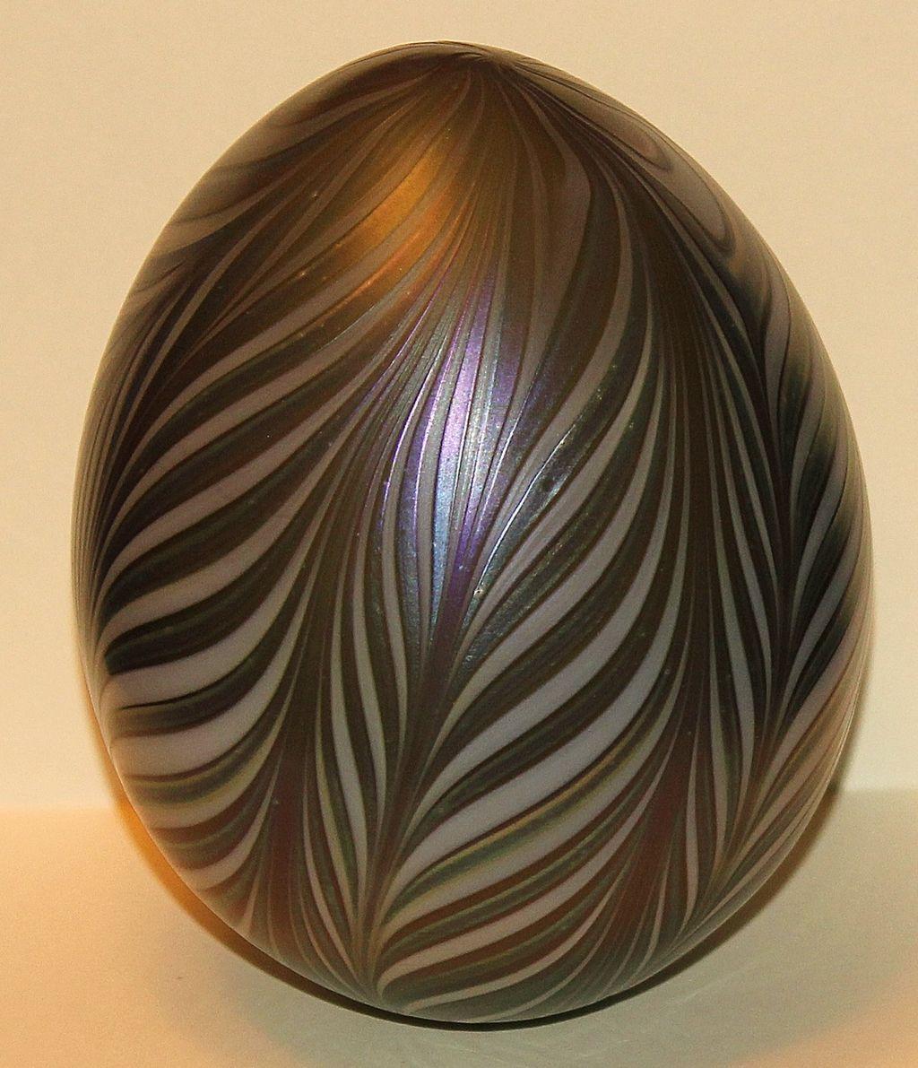 Vandermark Art Glass Egg Paperweight