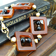 Unusual Handmade Square Cut Carnelian, Onyx, and Gold Filled Beaded Bracelet
