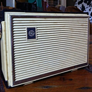 Vintage GE General Electric plastic transistor radio