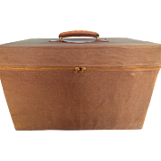 Very Fine Heavy Leather Gentleman's Travelling Case