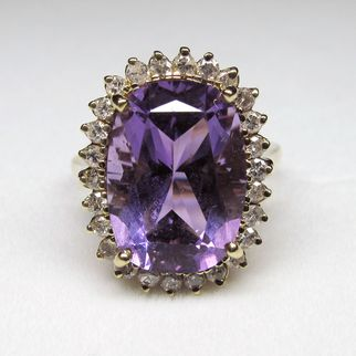 SALE Attractive Vintage 14K Yellow Gold Amethyst & Diamond Cocktail Ring