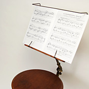 Music stand with round table