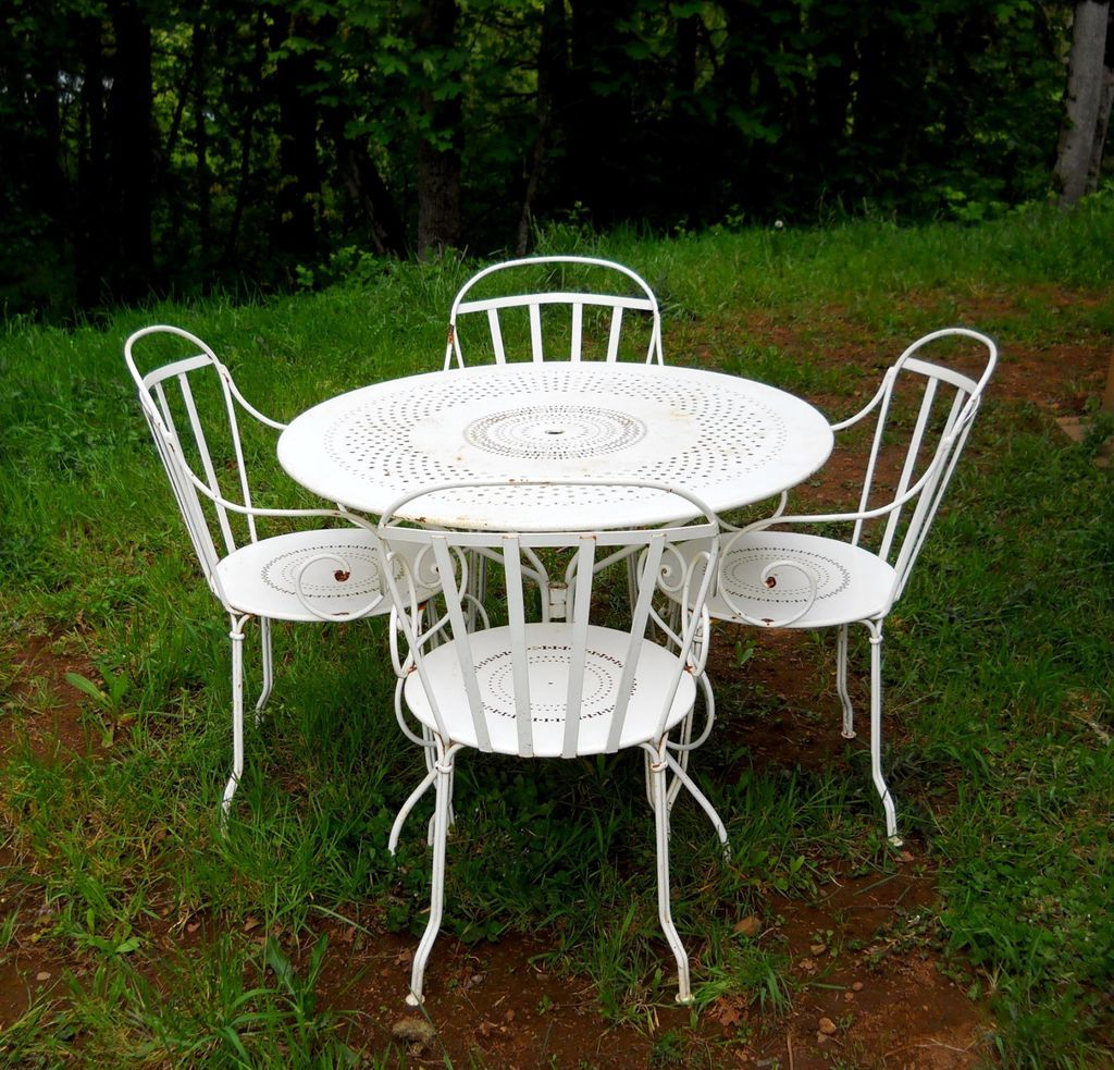Vintage cafe table and chairs - For