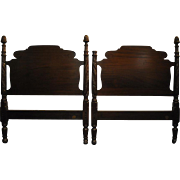 """Fine Antique Pair of Twin Mahogany Poster Beds by Richter of NY, 47""""H"""