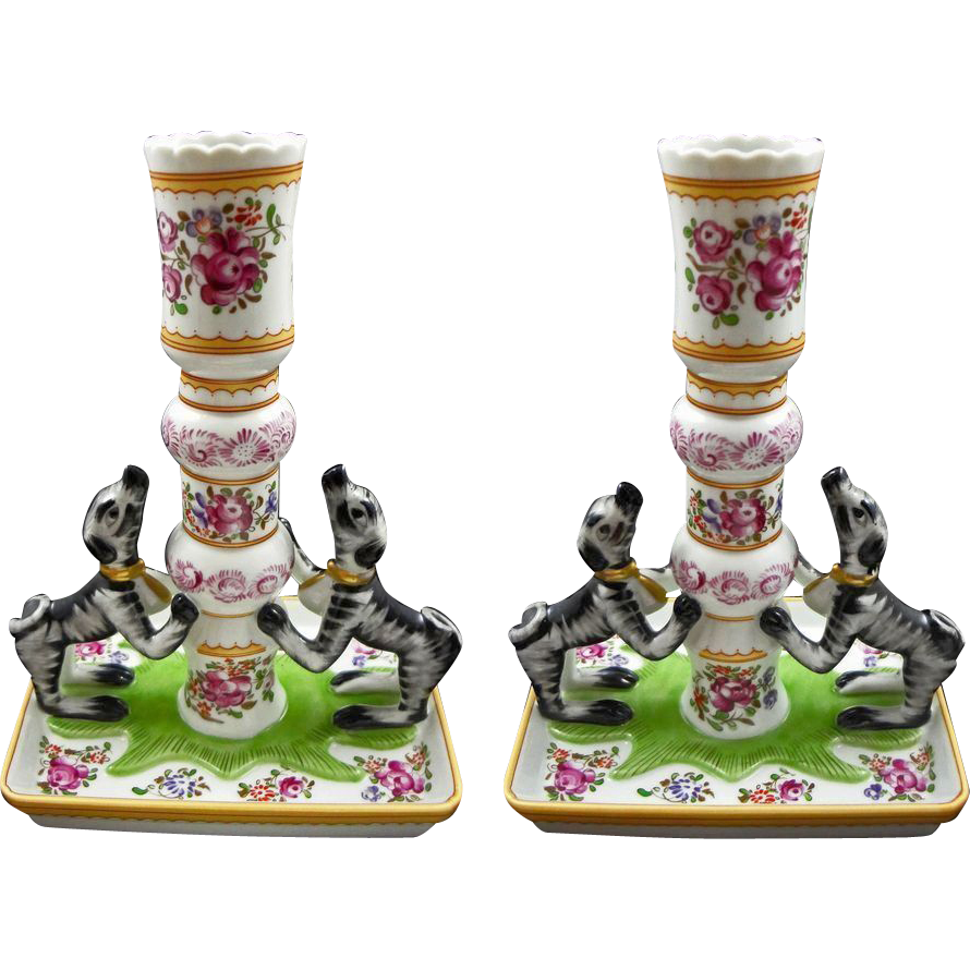 Pair Porcelain Candlesticks Dogs after Chinese Export Famille Rose Qianlong by Mottahedeh Stately Homes Sir Humphrey Wakefield  - 20th Century