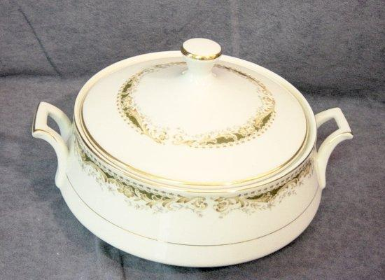 Signature Series Queen Anne Pattern Covered Bowl