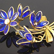 SALE Poured Glass Blue Flower & Buds in Bow Bouquet Circa 1940's Fur Clip