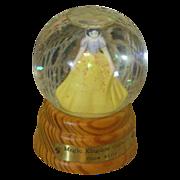 Darling vintage Snow White globe