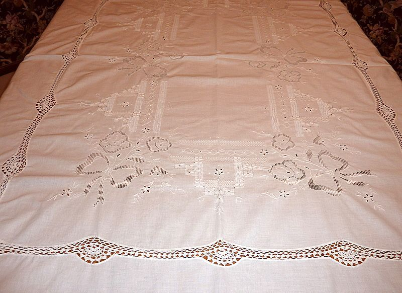 """Vintage Embroidered & Crocheted 84"""" X 66"""" White Tablecloth"""