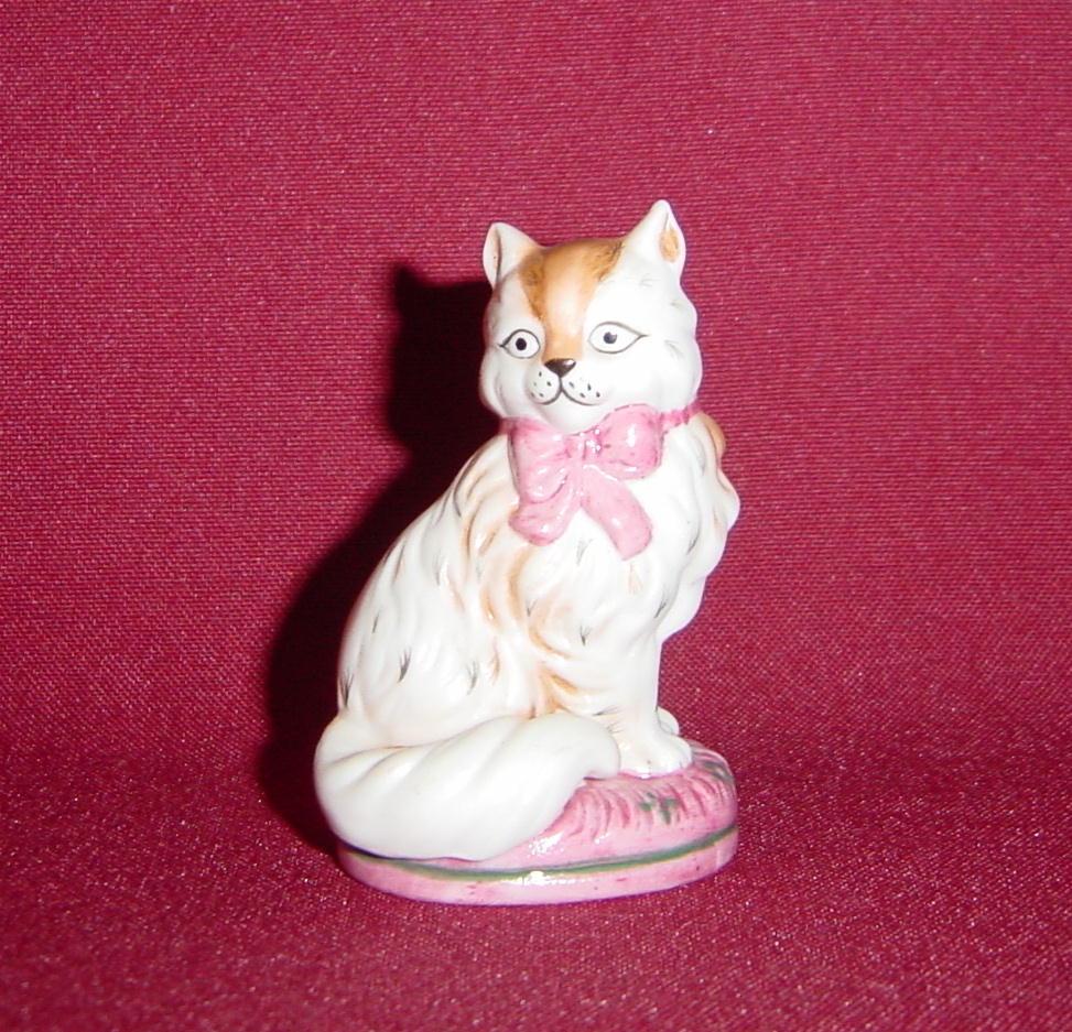 Franklin Mint Staffordshire Curio Cabinet Cat