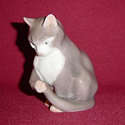 Bing and Grondahl Porcelain Kitten Sitting 1553