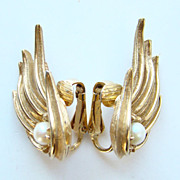 Vintage Marcel Boucher Gold Tone Pearl Clip Earrings Signed Pat 8516E