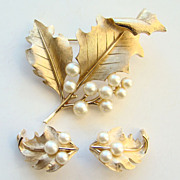 Vintage Crown Trifari Brooch Earrings Demi Set Gold Tone Faux Pearls Signed