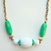 1975 Avon Come Summer Necklace Green White Lucite Beads