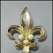 SALE Gold-tone Fleur de Les Pin Brooch with Simulated Pearls