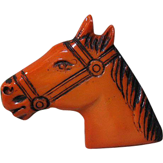 Vintage Horse Head Pin  / Butterscotch Color Plastic Horse Pin / Collectible Pin / Vintage Pin / Mid Century Horse Head Pin