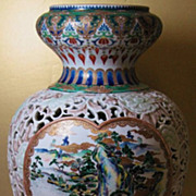 Japanese porcelain Arita Imari reticulated vase 19 century sign