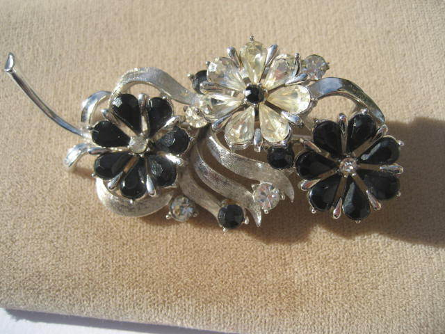 Wonderful Vintage Rhinestone Black and White Coro Floral Spray Brooch